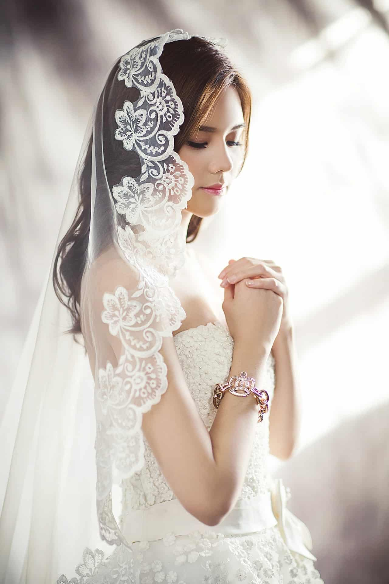 wedding-dresses-1486256_1920